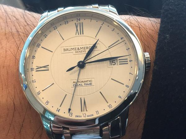 ↑「GMT針は時分秒針の視認性を損なわない絶妙なサイズ感。上品さもあり、スーツとの相性は同価格帯でピカイチではないでしょうか」