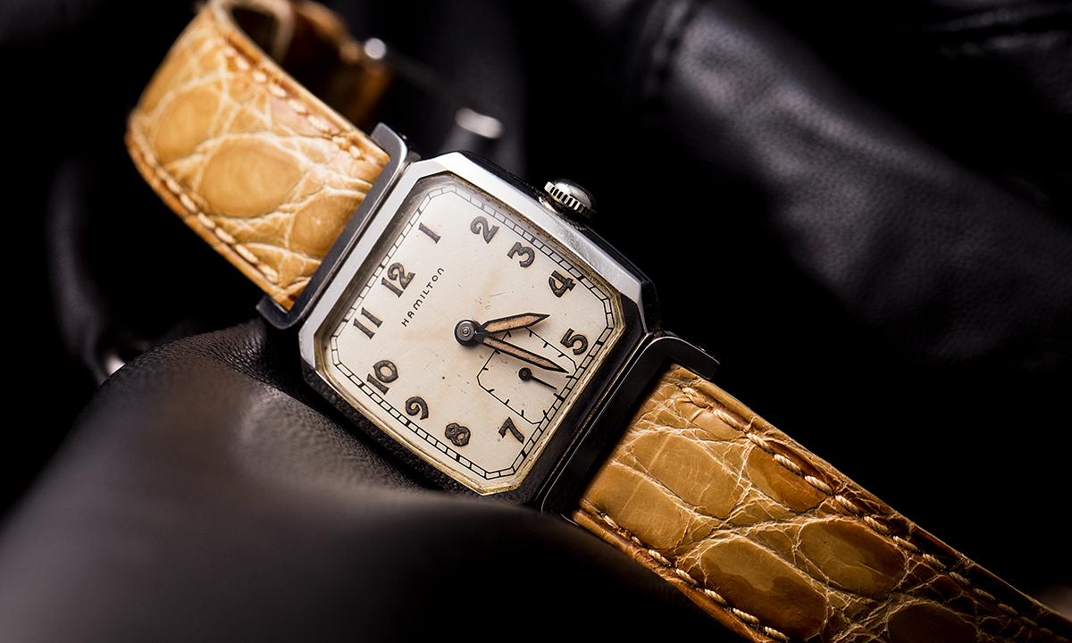 青野氏とともに、ときを刻んできたハミルトンの腕時計。約20年前に購入した際、ベルトだけは交換したという、こだわりの一点