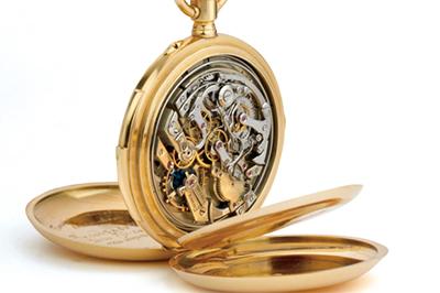 ↑暗闇でも時間を知るため、懐中時計の時代にはすでに開発されていた。写真はH.モーザー社製の懐中時計ミニッツ・リピーター