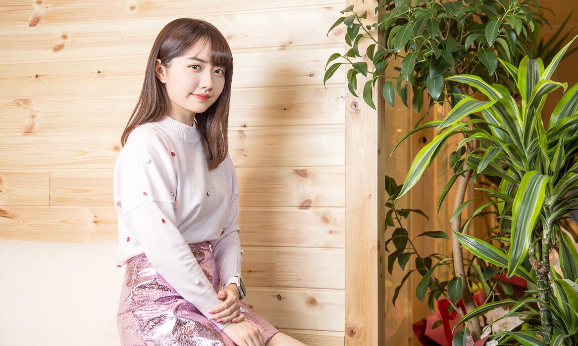 """椎木里佳(しいき・りか) AMF代表取締役社長 1997年生まれ。2013年、起業家の父の助言を受け、中学3年生(日本できる最小年齢である15歳)にして、株式会社AMFを設立、同時に現職に就任。その後、女子中高生のマーケティングチーム「JCJK調査隊」を組織し、女子小中高生向けのマーケティング事業、アプリ制作などを行う。一方で、""""女子高生起業家""""として多くのメディアに出演。2016年には『女子高生社長、経営を学ぶ』(ダイヤモンド社)、『大人たちには任せておけない!政治のこと』(マガジンハウス)を発売。同年、米経済誌『フォーブス』の姉妹誌にあたる『フォーブス・アジア』において「30歳以下の世界が注目すべき30人」の1人に選出。現在、""""女子大生社長""""として多方面で活躍中。"""