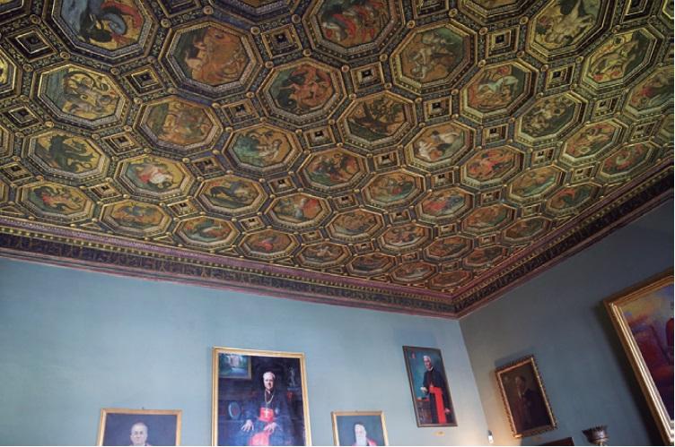 ↑バチカン市国の本部であるパラッツォ・デ・ラ・ローベル。天井には八角形のモチーフが