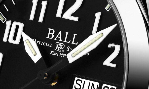 方位計測から生活リズムの管理まで!?すぐに使える腕時計のお役立ち機能3選