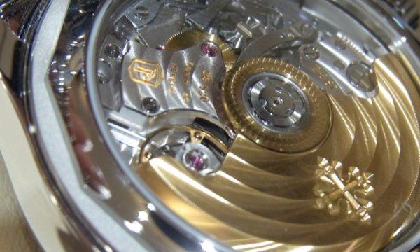 【腕時計の素朴な疑問を解消!】30万以下と100万オーバーのクロノ、ムーブメントはどう違う?