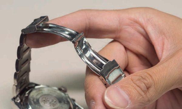 【デイリーケアで徹底予防】腕時計のブレスレットのバックル外れ。原因は「変形」や「ゆがみ」にアリ!!
