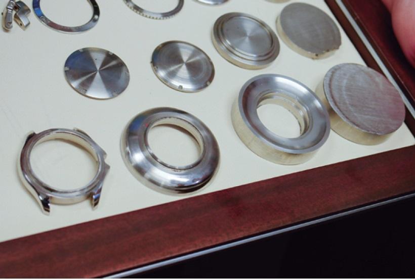 ↑高品質なSSケースはミリング切削で加工される。見事な光沢を放つ
