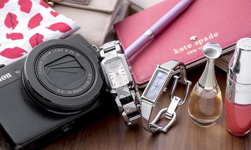 ↑左・大学の卒業祝いにプレゼントでもらったバーバリーの腕時計。右・母からもらったグッチの腕時計は、主にプライベート用