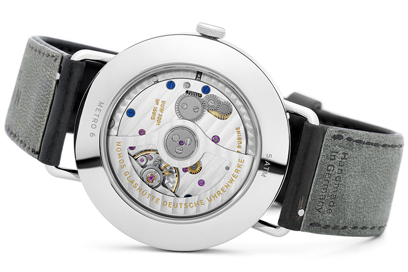 09_NOMOS_Metro_neomatik_39_sapphire_crystal_back_spatialのコピー