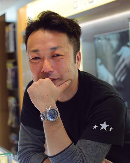 6e9f30f6df 青山 透さんHF-AGEユーザーの輪でリーダー的役割を務める。取材時に揃いで着用していたTシャツは青山さんのお店のものだそう。