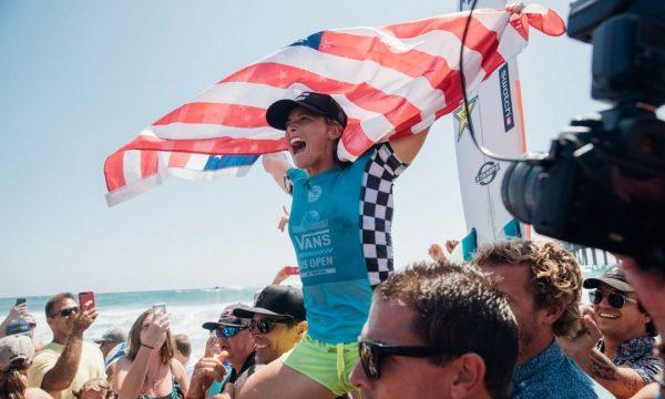 スウォッチから、サーフィン大会の開催を祝した、限定メモリアルウオッチ「PERFECT RIDE」が登場!