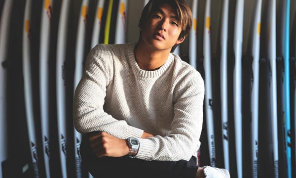 日本人初Vの快挙を達成したプロサーファー・五十嵐カノア選手×G-SHOCK――「GLX-5600KI」