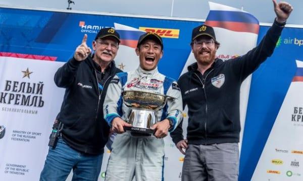 ブライトリングの「ジャパン・レーサーズ・スクワッド」に参加する室屋選手が、レッドブル・エアレースで2連勝!!
