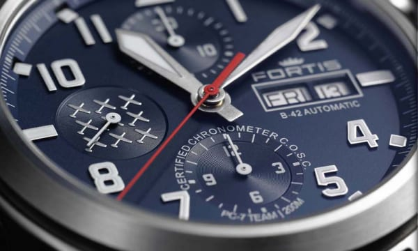 スイス空軍アクロバット飛行部隊のために生まれた時計――「PC-7チーム エアロマスター クロノグラフ」