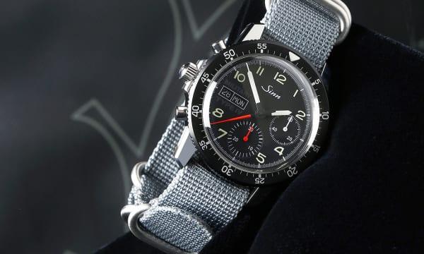 特殊時計を製造するドイツのジンがレトロなミリタリースタイルの日本限定モデルを発表