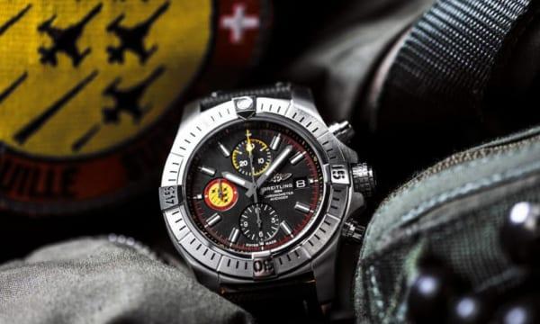 スイスエアフォースチームの創立55周年を記念した、ブライトリングの新生「アベンジャー」限定モデル