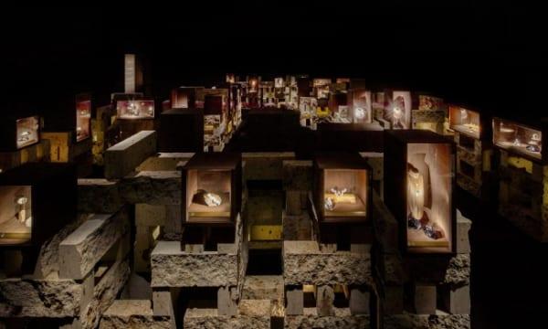 《~12/16まで開催》「カルティエ、時の結晶」展で〝時〟を意識し、回遊する新たな鑑賞体験を